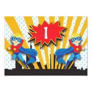 Blonde de l'anniversaire   de super héros de carton d'invitation  12,7 cm x 17,78 cm