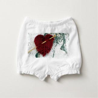 Bloomer Pour Bébé Coeur rouge de laine sur la photographie d'écorce