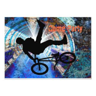 BMX dans un tunnel grunge Carton D'invitation 12,7 Cm X 17,78 Cm