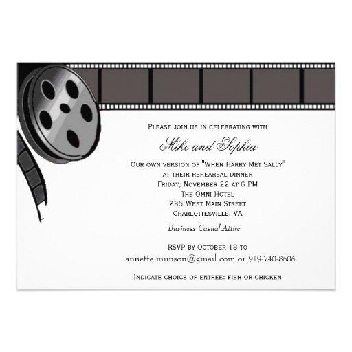 Bobine de film dans l'invitation noire et blanche