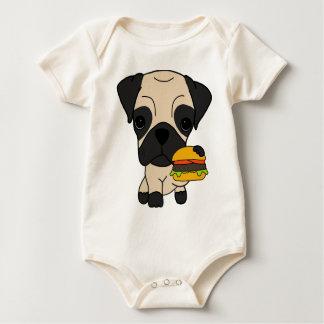 Body Carlin mignon mangeant un hamburger