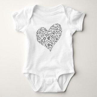 Body chemise faite sur commande de bébé de coeur