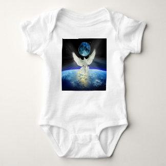 Body Colombe de paix au-dessus de la terre de l'espace