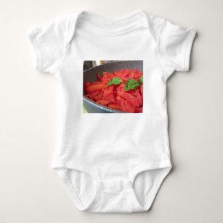 Body Cuisson de la sauce tomate faite maison utilisant
