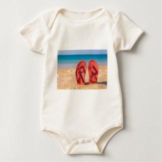 Body Deux pantoufles rouges droites en sable de