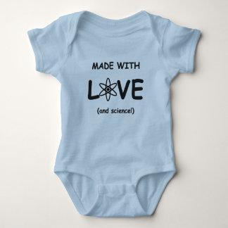 Body Fait avec la combinaison de bébé d'amour (et