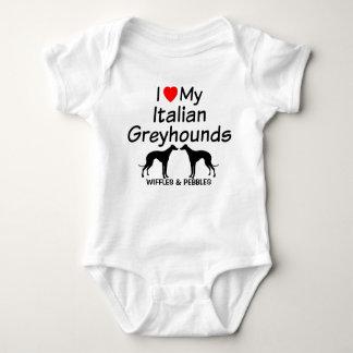Body Le bébé aime deux chiens de lévrier italien