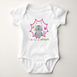 Body Le bébé des favoris du chat se développent