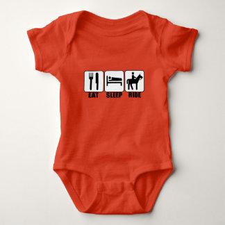 Body Le cavalier de bébé mangent le tour de sommeil un