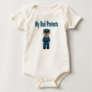 Body Le papa protège l'ours de policier