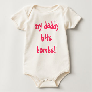 Body mon papa frappe des bombes !