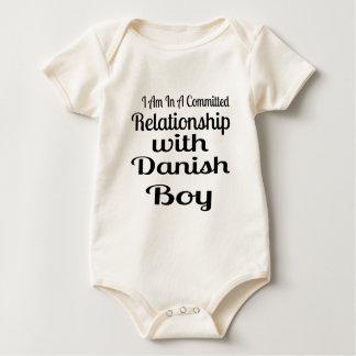 Body Rapport avec le garçon danois
