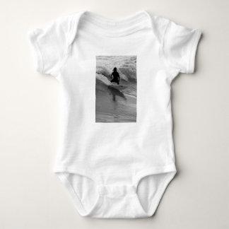 Body Surfer la gamme de gris de vagues