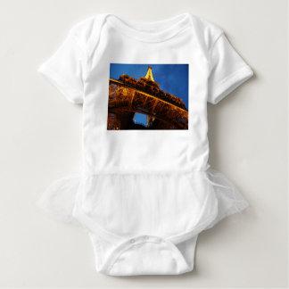 Body Tour Eiffel la nuit