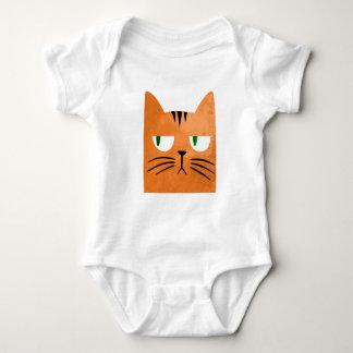 Body Un chat orange avec une attitude