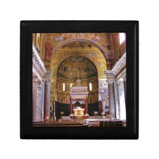 Boîte À Souvenirs À l'intérieur de l'église ouais