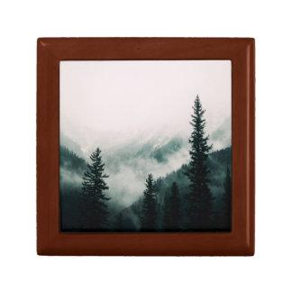 Boîte À Souvenirs Au-dessus des montagnes et de la cuvette les bois