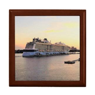 Boîte À Souvenirs Aube de port de Nassau et bateau de croisière