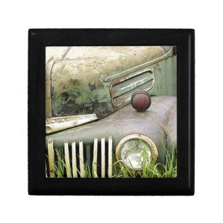 Boîte À Souvenirs Automobile rouillée de véhicule d'antiquité de