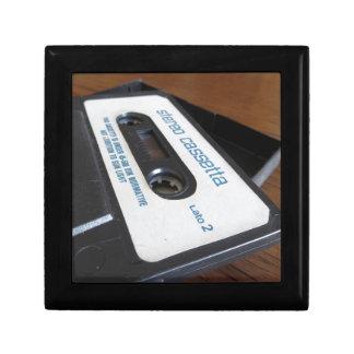 Boîte À Souvenirs Bande vintage de cassette audio sur la table en