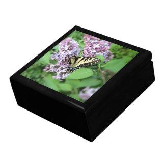 Boîte À Souvenirs Boîte de souvenir - ET machaon sur le lilas