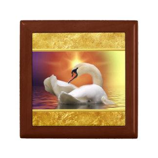 Boîte À Souvenirs Cygne blanc dans un lac avec un coucher du soleil