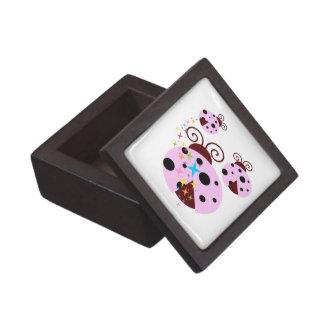 Boîte À Souvenirs De Première Qualité Trois roses et coccinelle noire avec des étoiles