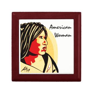 """Boîte À Souvenirs """"Femme américaine"""" par Aleta"""