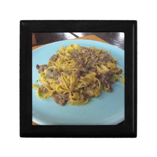 Boîte À Souvenirs Fettuccine frais italien avec des champignons de