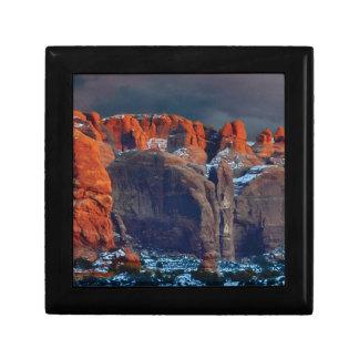 Boîte À Souvenirs le désert foncé bascule des formes