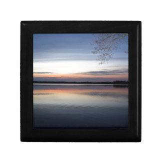 Boîte À Souvenirs Les nuages roses réfléchissent sur le lac junior à