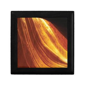 Boîte À Souvenirs orange et écoulement rouge
