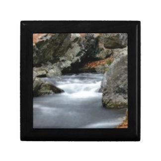 Boîte À Souvenirs roches dans The Creek