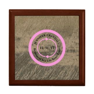 Boîte À Souvenirs Rose sur la boîte de souvenir de retraite de Taupe