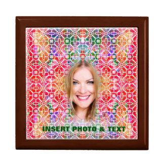 Boîte-cadeau colorée florale de mosaïque - photo grande boîte à bijoux carrée