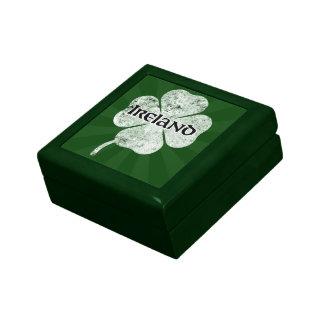 Boîte-cadeau grunge de trèfle de l'Irlande (lumièr Boîte À Bijoux
