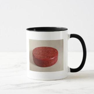 Boîte rouge de laque décorée des pivoines, 1426-27 mug