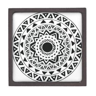 Boîtes À Babioles De Première Qualité Le tribal entoure le mandala en noir et blanc