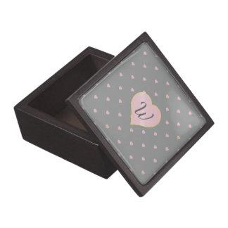 Boîtes À Bijoux De Première Qualité Étoiles dans des coeurs sur la boîte grise de