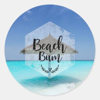 Bon à rien de plage avec le parapluie de plage sticker rond
