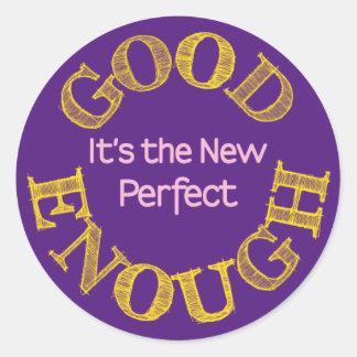 Bon Assez-le nouveaux se perfectionnent Sticker Rond