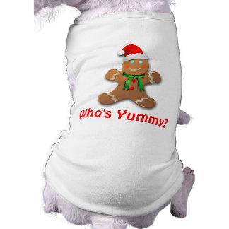 Bonhomme en pain d'épice drôle avec le chapeau de t-shirt pour chien