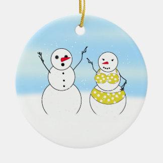 Bonhommes de neige de temps de bikini ornement rond en céramique
