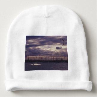 Bonnet De Bébé Cerf-volant surfant à la plage de St Kilda