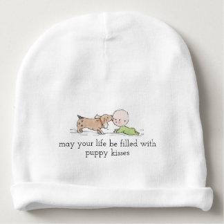 Bonnet De Bébé Le chiot embrasse la calotte de coton de bébé