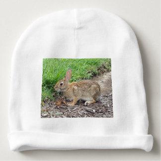 Bonnet De Bébé Un lapin brun