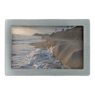 Boucle De Ceinture Rectangulaire Photographie des vagues frappant le sable