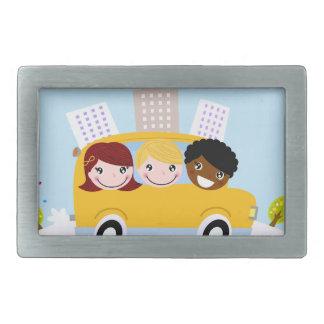 Boucles De Ceinture Rectangulaires Enfants d'école dans l'autobus jaune