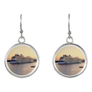 Boucles D'oreilles Aube de port de Nassau avec le bateau de croisière
