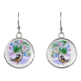 Boucles D'oreilles Oiseaux de Chickadee dans des boucles d'oreille de